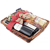 Remarkable Family Time Gift Hamper of Delicacies