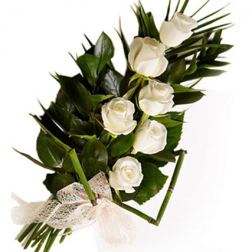 Lovely Bunch of Half a Dozen White Roses �