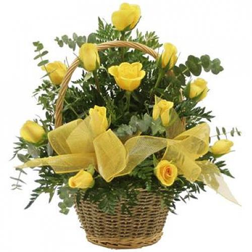 Artful Yellow Roses Bouquet