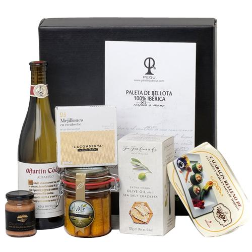 Alluring Gourmet Gift Box for Christmas