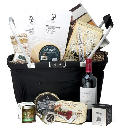 Eye Catching Gourmet Hamper for Christmas
