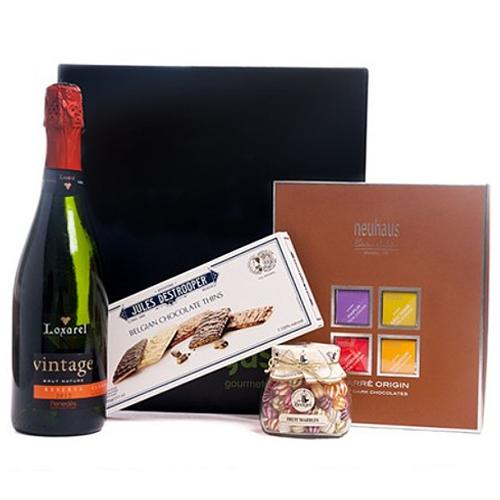 Holiday Cheers Wine n Gourmet Gift Box <br>